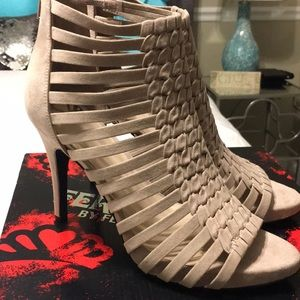 Gorgeous heels New in box size 9.5